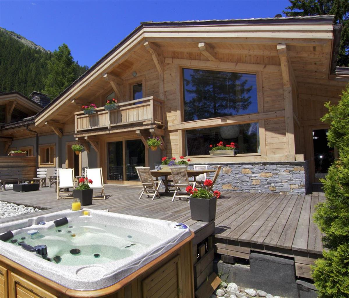 See details CHAMONIX MONT-BLANC Villa 8 rooms, 5 bedrooms